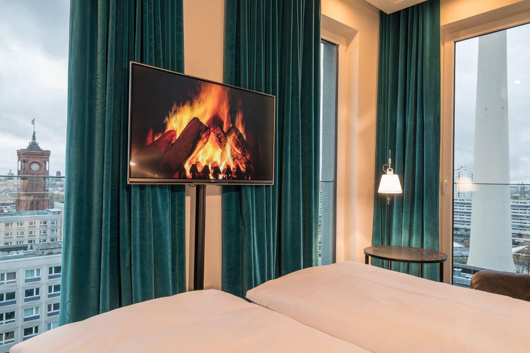 abclocal - Erfahren Sie mehr über Hotel Motel One Berlin-Alexanderplatz in Berlin