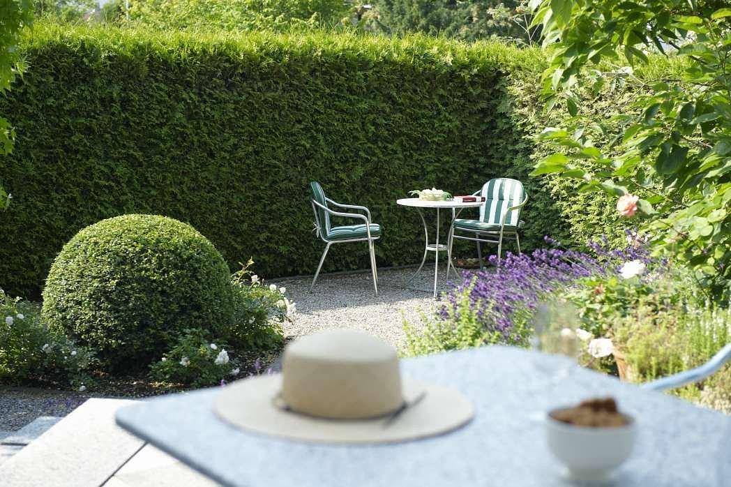 Garten rasen in erlenbach im simmental infobel schweiz for Garten rasen