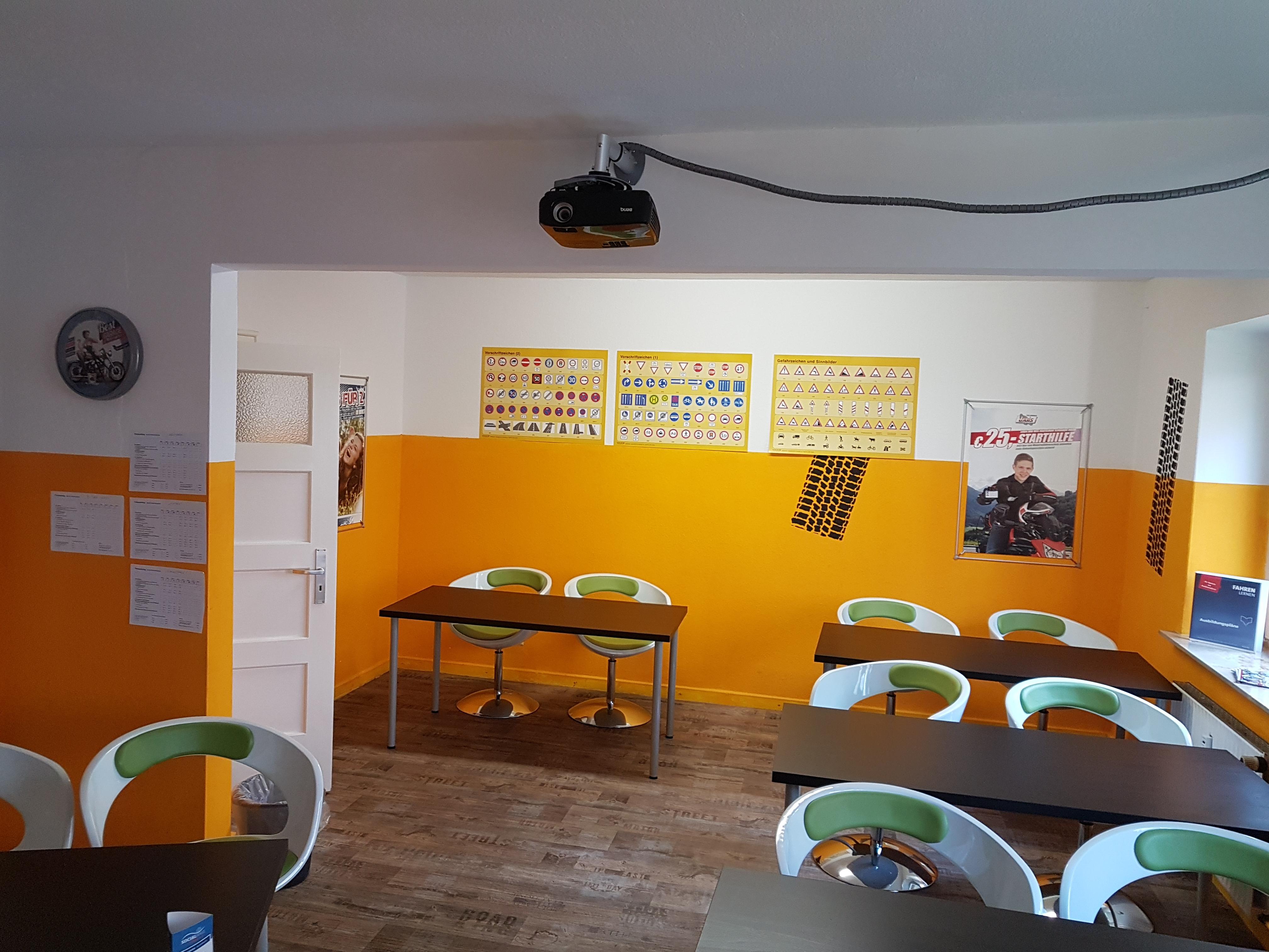 kraftfahrzeuge fahrschule in hannover infobel deutschland. Black Bedroom Furniture Sets. Home Design Ideas