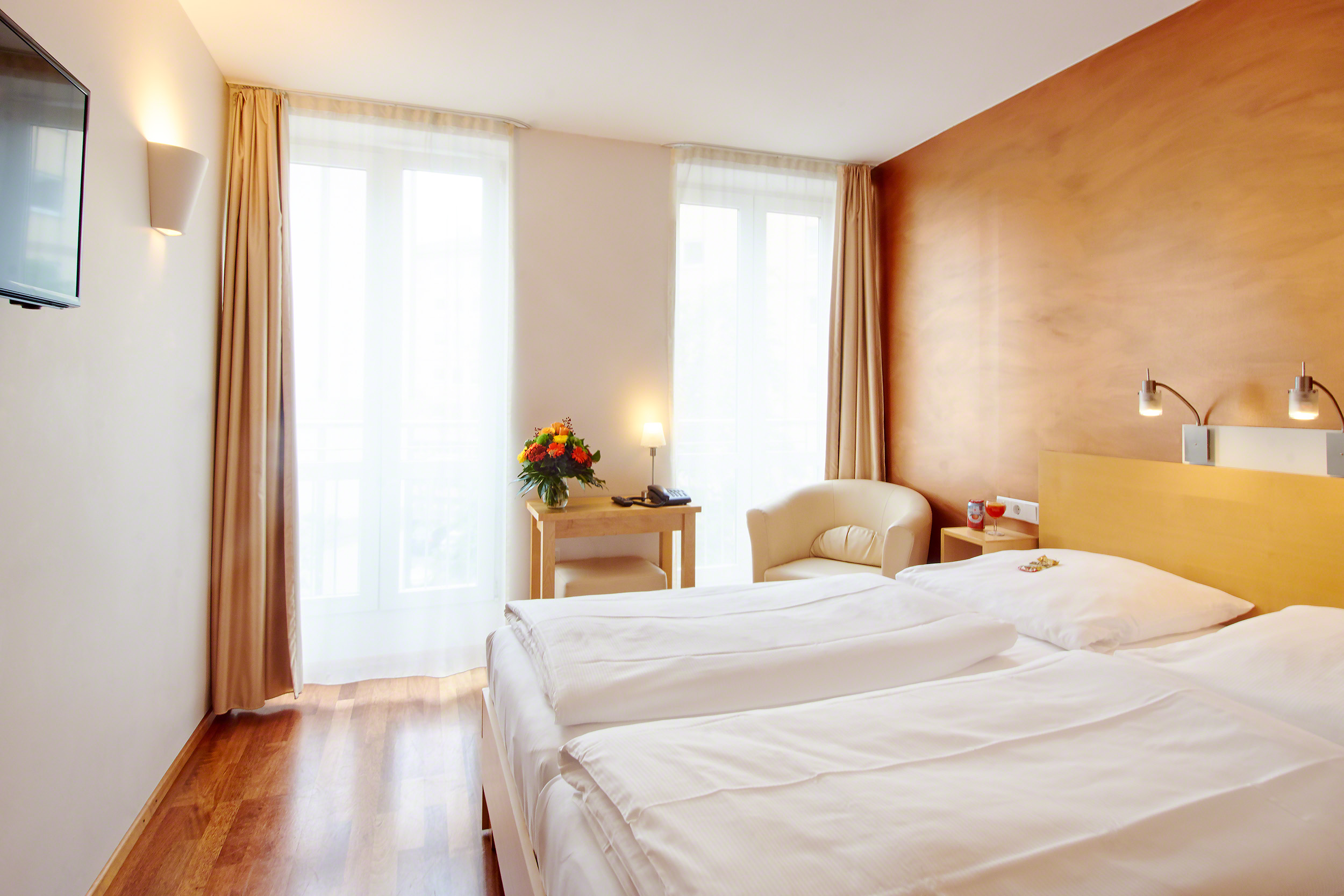 Town hotel wiesbaden hotels hotels restaurants for Design hotel taunus