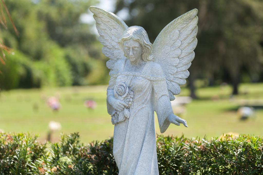 Oaklawn Memorial Gardens