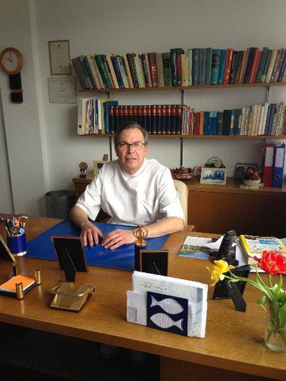 Dr. Kurt Moser