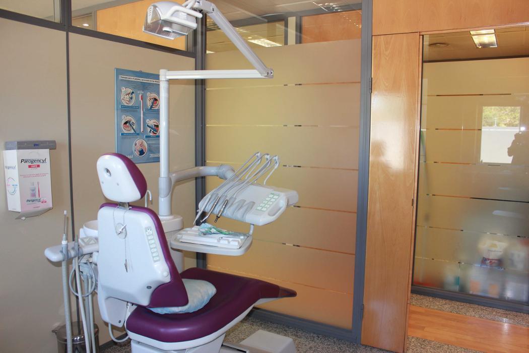 abclocal - discover about Dental Attitude. Clínica dental Dr. Santiago in Alcobendas