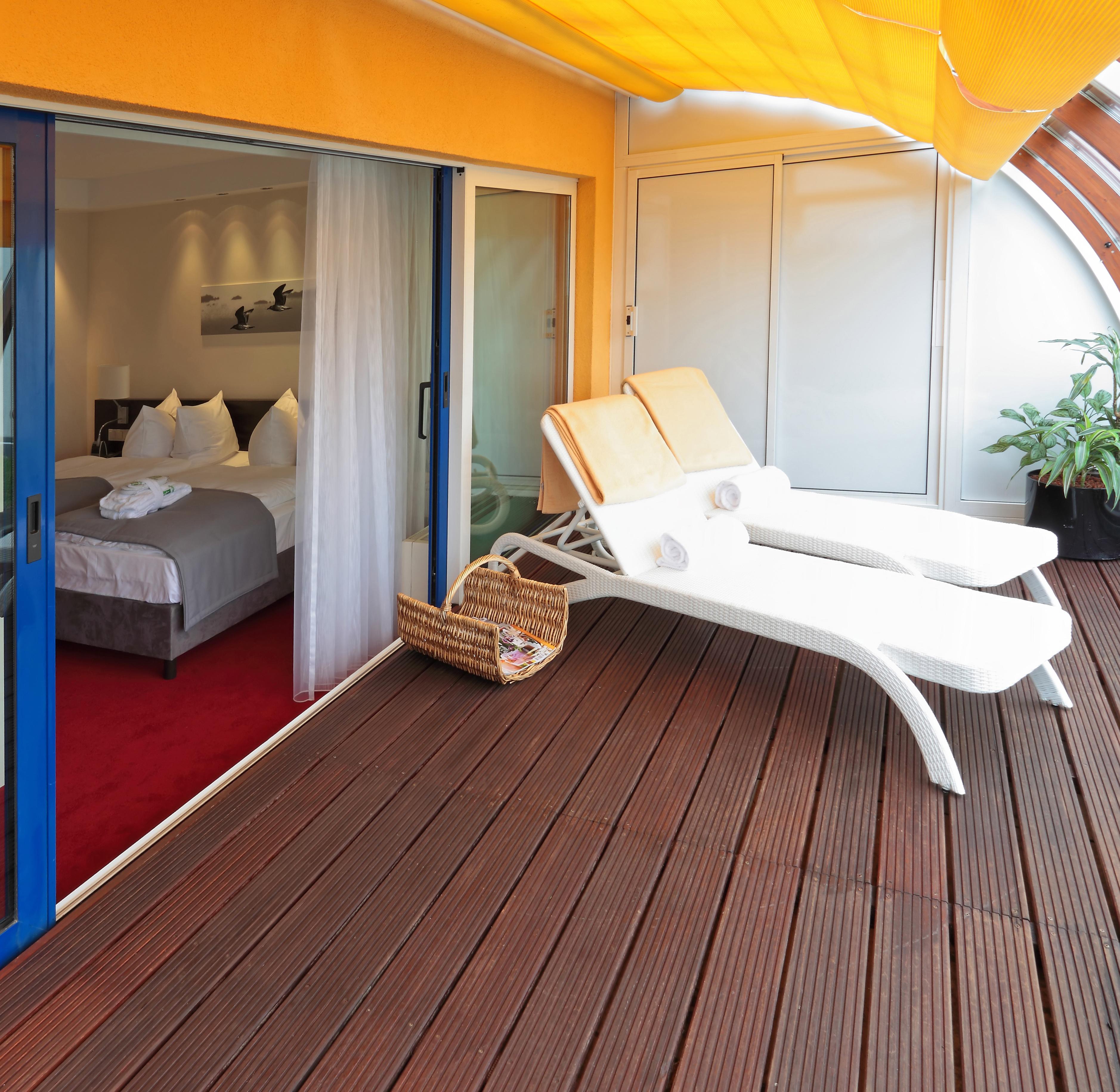 H s fenster haust ren und sonnenschutzsysteme in 82178 for Fenster 400x400