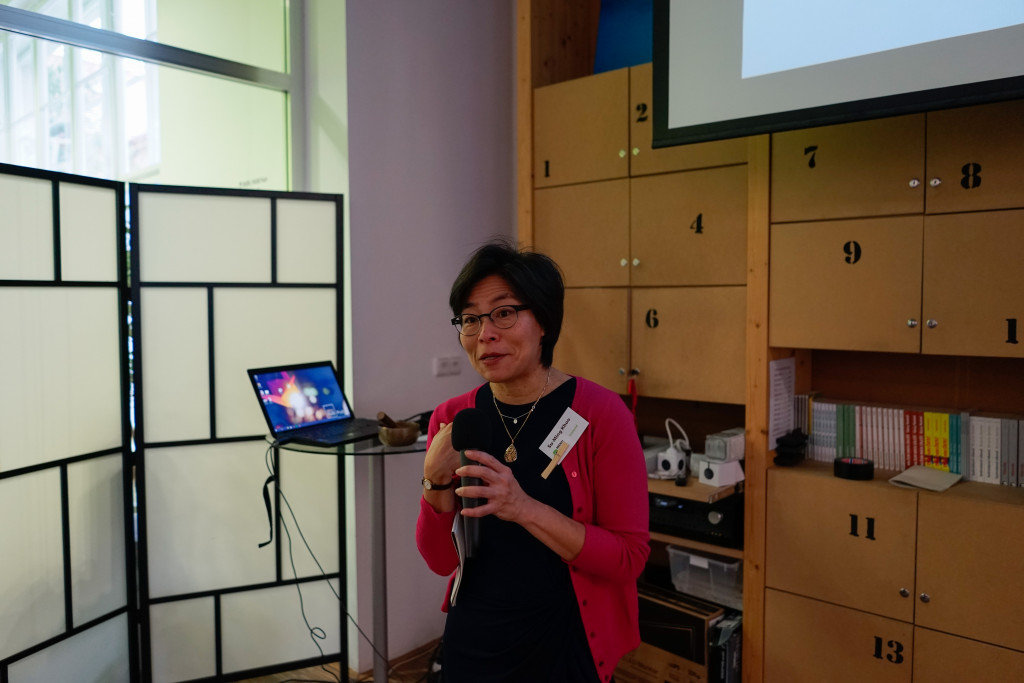 Su-ming Khoo during her lecture.