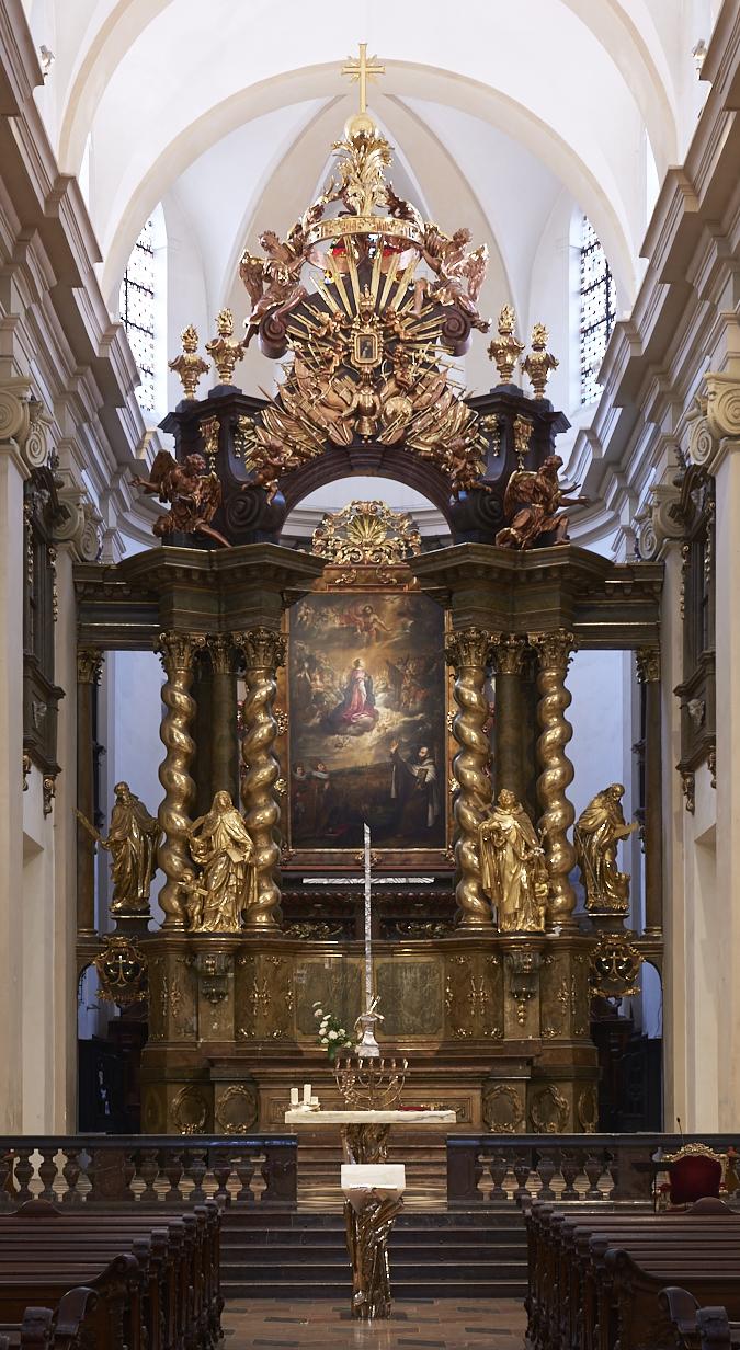 hlavni_oltar