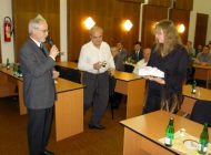 Ing. Klimešová - Přebírá ocenění vynikající vědecký pracovník