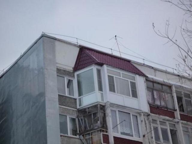 Крыша на балконе панельного дома, советы по монтажу, выбор т.