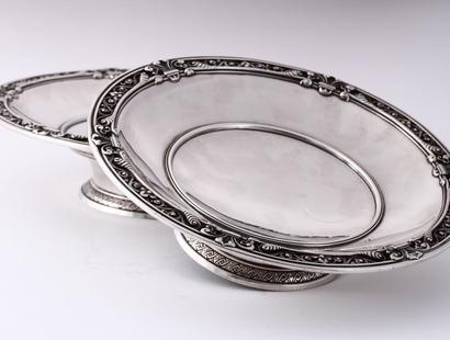 een set zilveren schalen