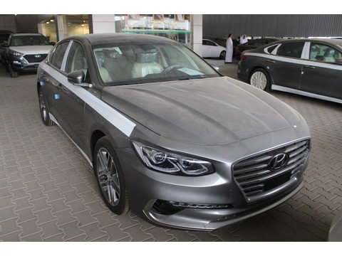 Hyundai Azera 2018 >> New Hyundai Azera Silver 2018 For Sale In Riyadh For 108 500 Sr Motory Saudi Arabia