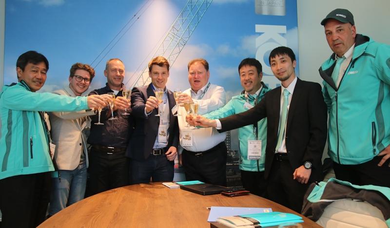 First Kobelco CKE3000G in Europe | Vertikal net