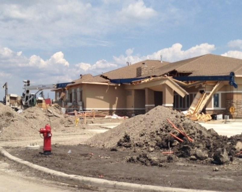Crane lands on new funeral home | Vertikal net