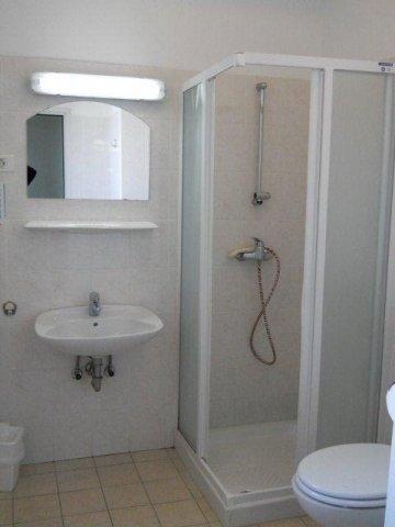 ... Dijaški Dom Riviera, Izola   Doppelzimmer 1 Mit Eigenem Bad   Badezimmer