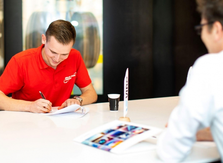 Featured image of VIRO ondertekent contract Solar Team Twente - Solar Team Twente VIRO ondertekening - VIRO NL