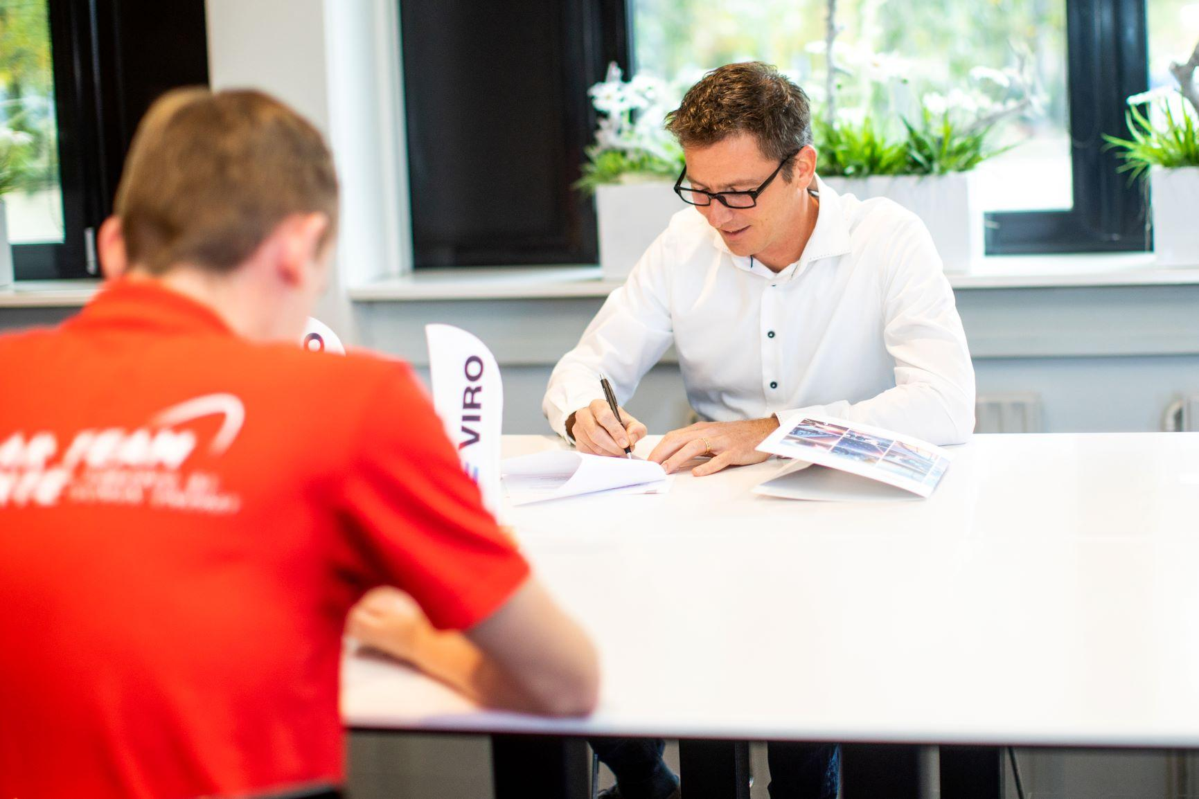 Hero image - Solar Team Twente VIRO ondertekening 1