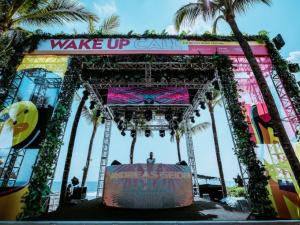 WAKE UP CALL W BALI