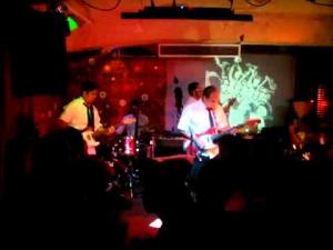 Los Javelin y Visuales Ctrlx en El Puto Bar