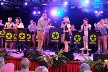 Allround muziek voor een vrolijk publiek in Bostheater Gramsbergen