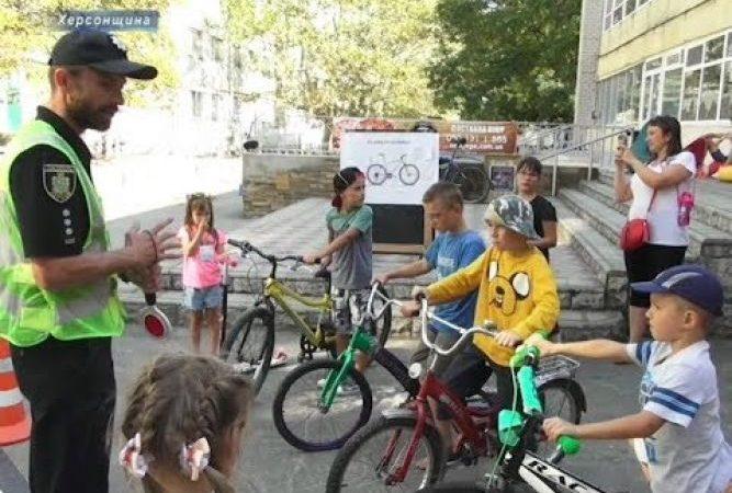 Херсонські волонтери разом з подліцією провели День велосипеда