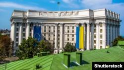 Київ продовжить денонсацію угод із Росією, коли оновить керівництво відповідних установ – МЗС