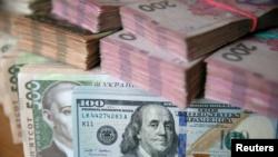 Міжбанк: гривня йде на новий рекорд