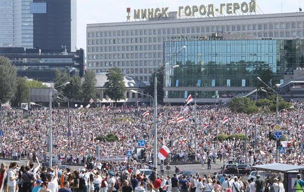 На мітинг в Мінську вийшли десятки тисяч людей