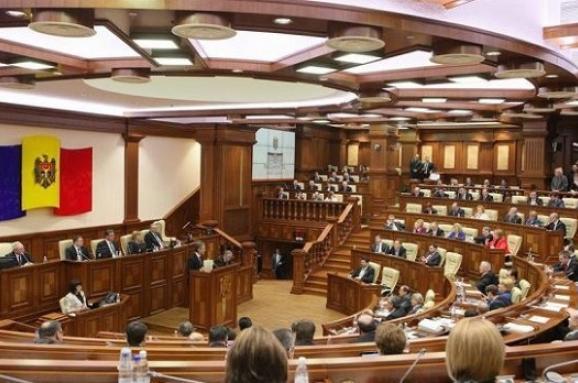 Парламент Молдови підвищив статус російської мови