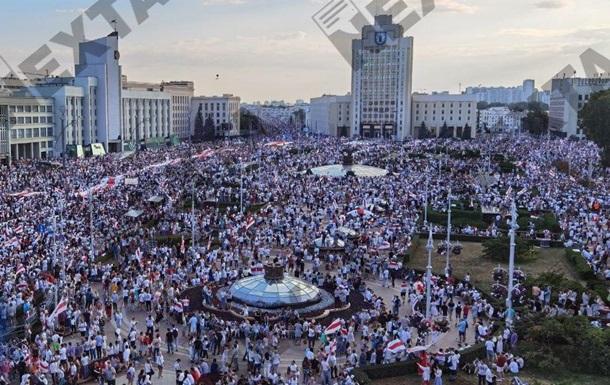 Протести в Мінську: площа Незалежності заповнена