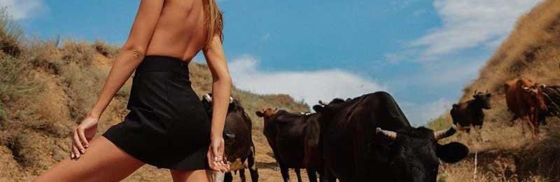 Топ-модель Алина Байкова провела необычную фотосессию на Херсонщине