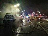 У Києві на зупинці згоріло маршрутне таксі, постраждалих немає