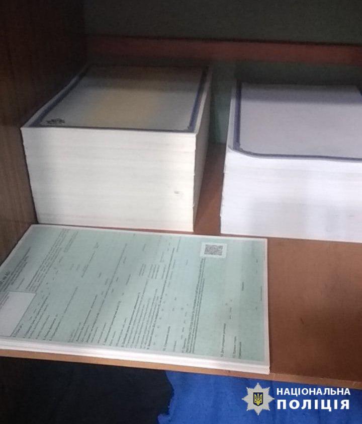 В Киеве группа мошенников выдавала поддельные сертификаты на импортируемые автомобили