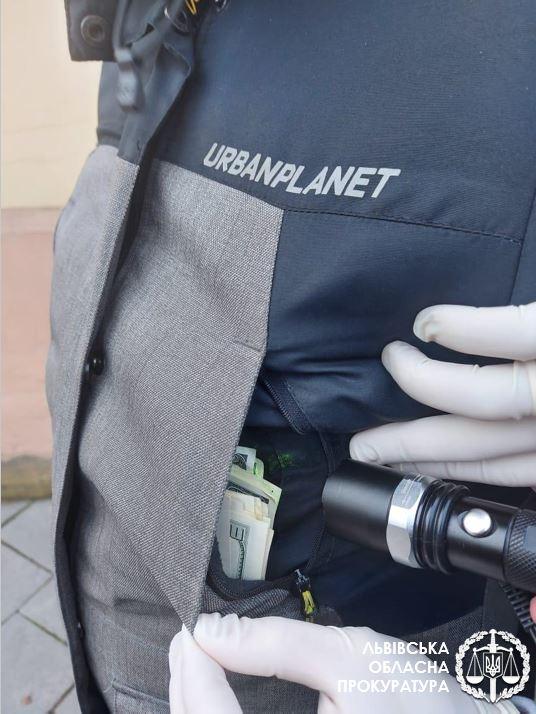 Во Львове на взятке поймали работника окружного админсуда
