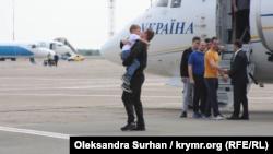Зеленський: питання з виділенням житла звільненим морякам в Одесі вже вирішене