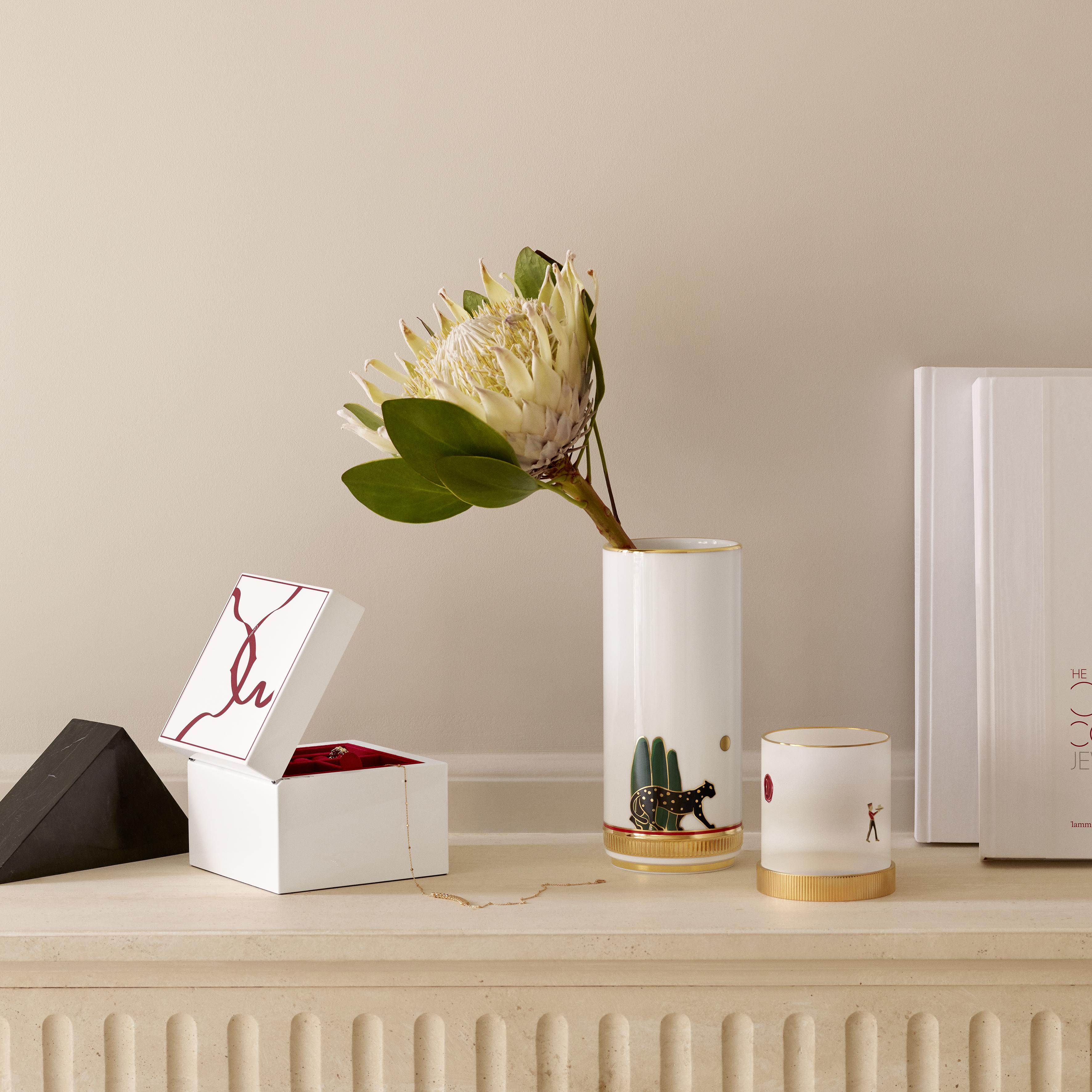 Cartier выпустил коллекцию праздничных предметов для дома