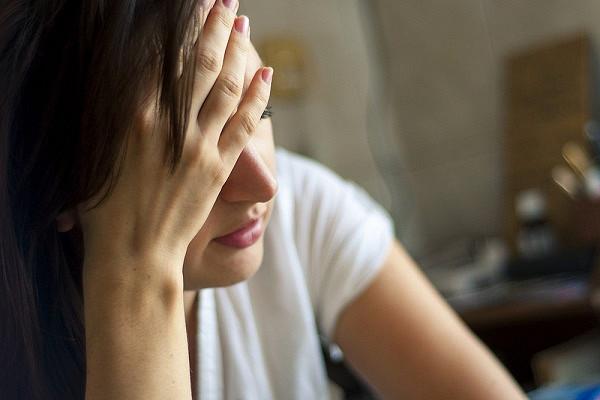 Врач назвал неочевидную причину утренней головной боли&nbsp