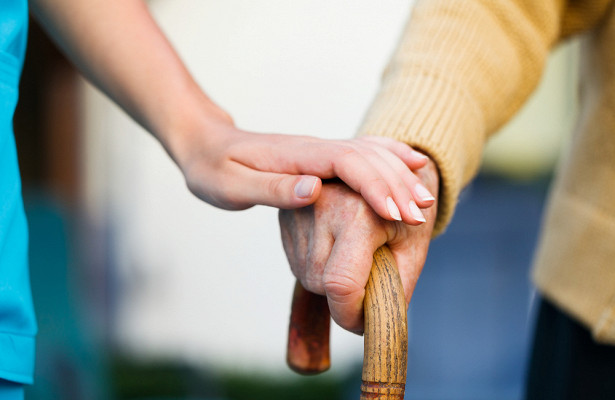 Забывчивость, потеря ориентации: ученые назвали первые признаки болезни Альцгеймера&nbsp