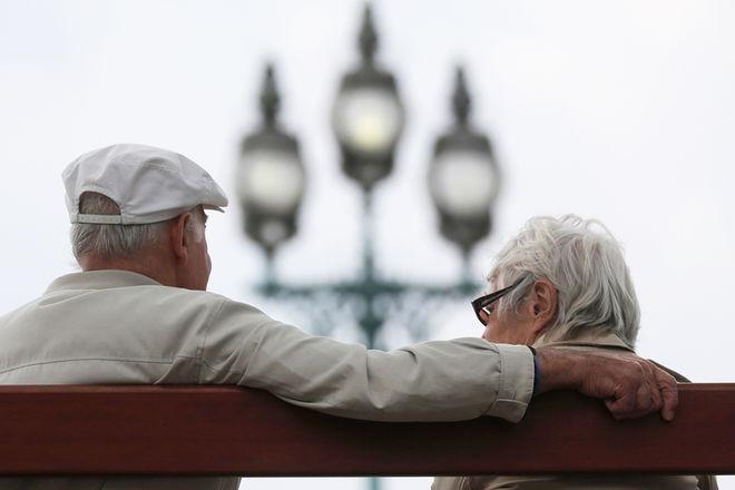 Украинцам хотят предложить альтернативную пенсию на банковских счетах