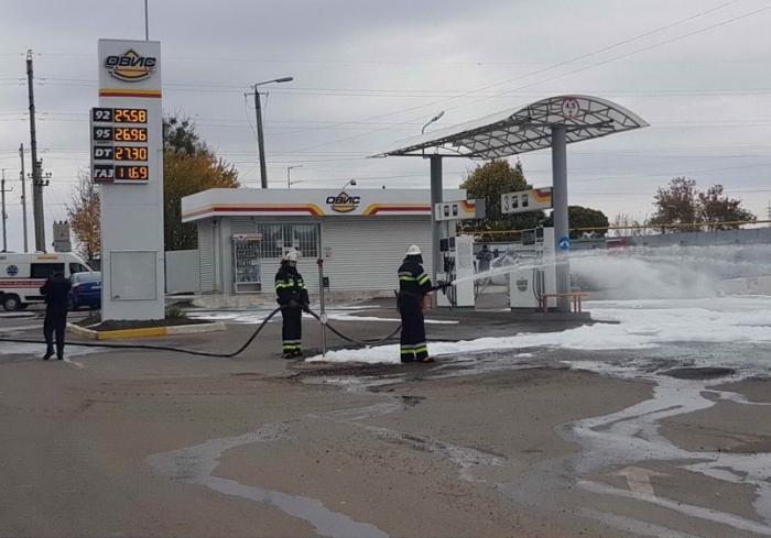 В Дергачах тушили бензозаправку