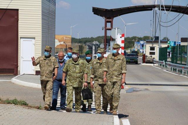 Глава ГНСУ проверил работу пунктов пропуска на админгранице с Крымом
