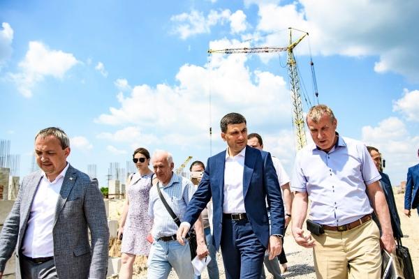 Гройсман гуляв полем на Макарова у Рівному (ФОТО) - Выбор редакции UNP