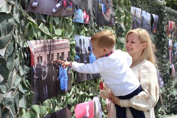 Майдан, про який недоговорили, показали у Рівному (20 ФОТО) - звезды сошлись