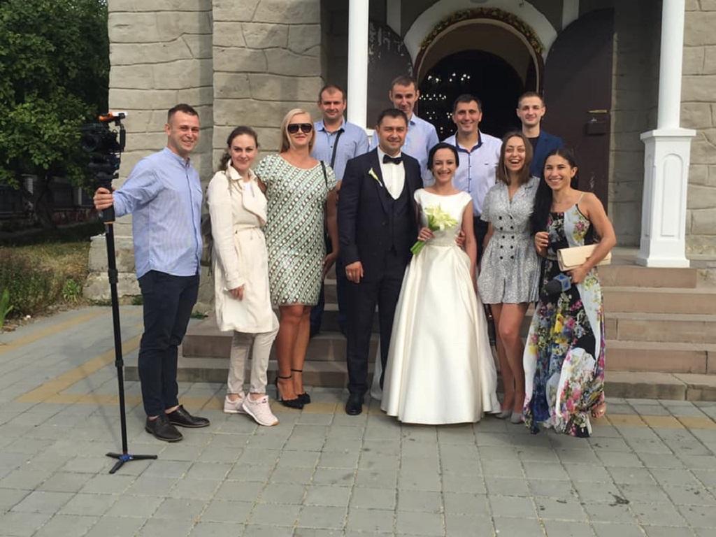 На весілля молодята з Тернопільщини просили гостей не купувати квіти, а долучитися до благодійної затії (фото)