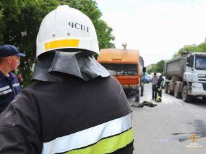 """На вулиці 15 Квітня у Тернополі горів """"КАМАЗ"""" - UNP.news"""