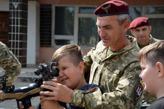 Николаевские десантники показали оружие