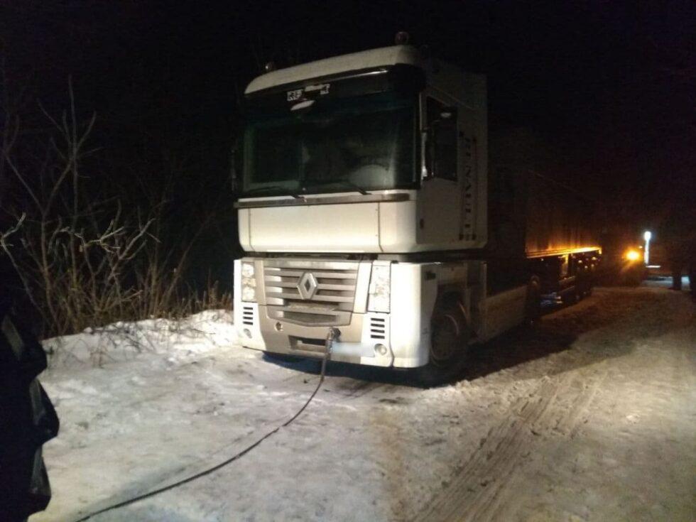 Рятувальники допомогли відбуксирувати вантажівку на Сумщині