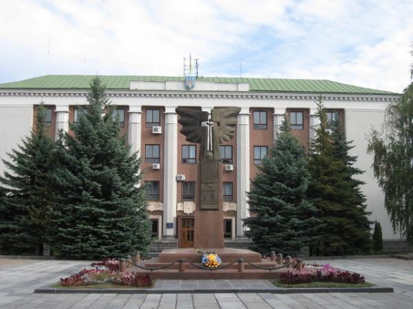 Щедрі депутати Рівного: тепер більше заступників і навіть збільшили складнового міськвиконкому