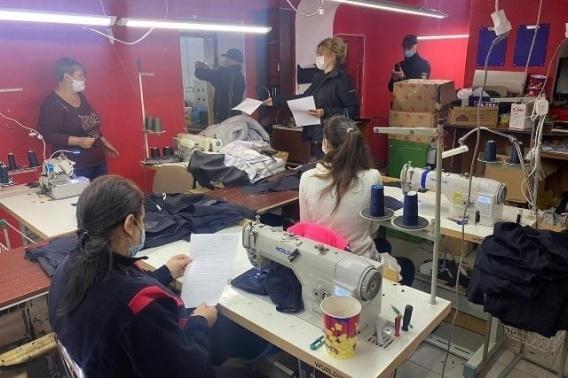 Современный швейный цех с нелегальными работниками накрыла инспекция гоструда в Николаевской области