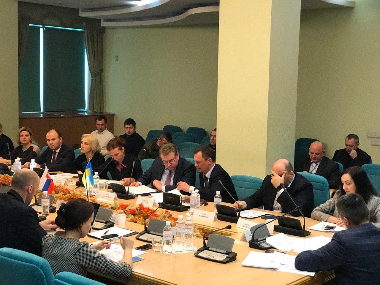 """Україна та Словаччина узгодили зміст угоди про визначення умов використання повітряного простору в аеропорту """"Ужгород"""" (ФОТО)"""