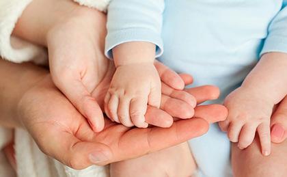 В выплаты при рождении ребенка планируют внести изменения - related