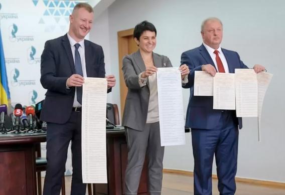 Заместители главы ЦИКа получили по полмиллиона гривен зарплаты в августе